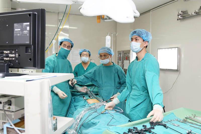 Bệnh nhân có thể được điều trị bằng phương pháp phẫu thuật