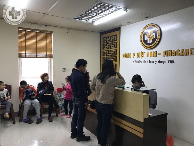 Bệnh nhân tới khám tại Trung tâm Phụ khoa Đông y Việt Nam