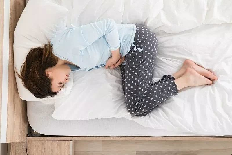 Biểu hiện của bệnh là những cơn đau bụng dữ dội