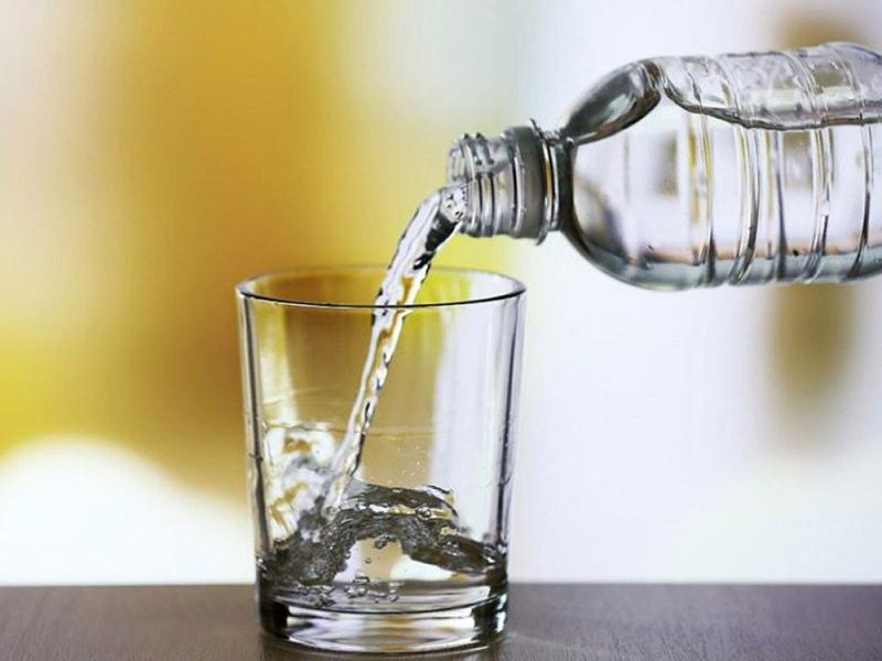 Uống ít nước có thể dẫn tới bệnh phụ khoa ở dân văn phòng