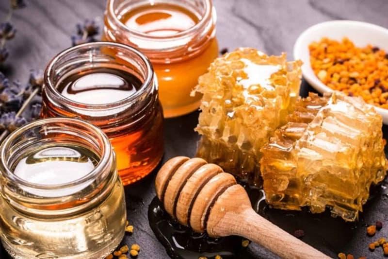 Chữa đau bụng kinh bằng mật ong