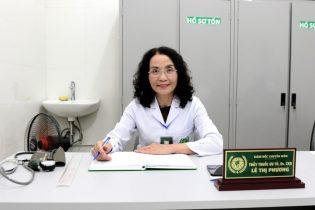 Bác sĩ Phương rất thân thiện và niềm nở, nụ cười luôn thường trực trên môi