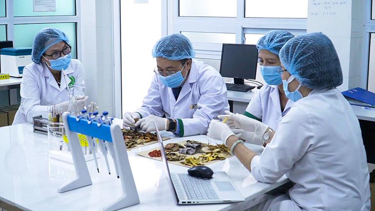 Phụ Khang Tán được nghiên cứu cải tiến bởi đội ngũ chuyên gia hàng đầu về Y học cổ truyền