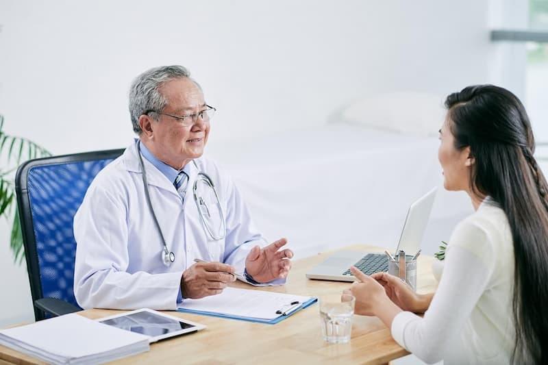 Chị em cần trao đổi với bác sĩ về các triệu chứng thường gặp