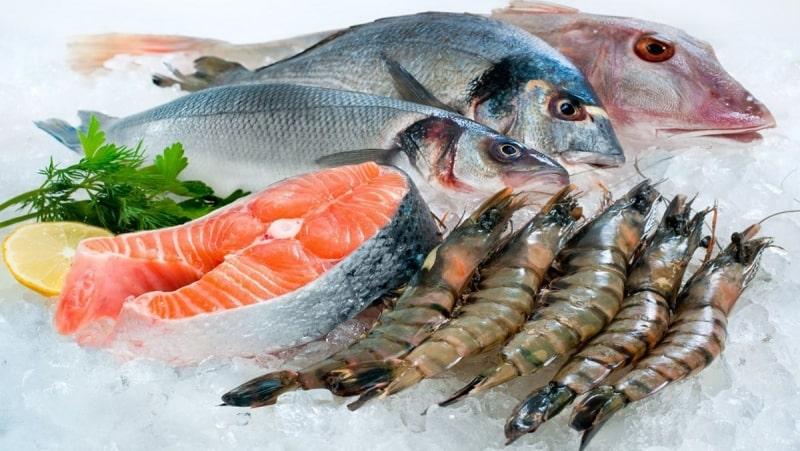 Hải sản là thực phẩm dễ gây kích ứng, người bệnh viêm lộ tuyến cần tránh xa