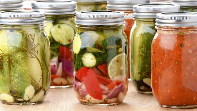 Người bệnh có thể tăng cường bổ sung thực phẩm lên men như rau củ muối chua