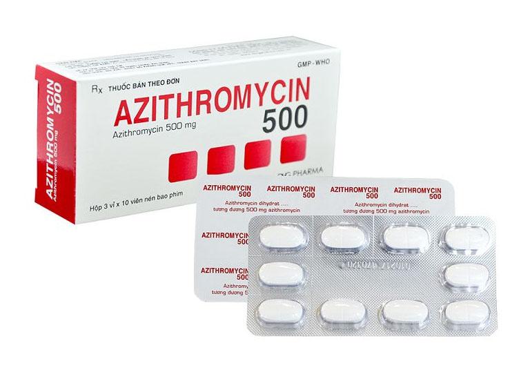 Thuốc kháng sinh trị bệnh dạng uống Azithromycin.
