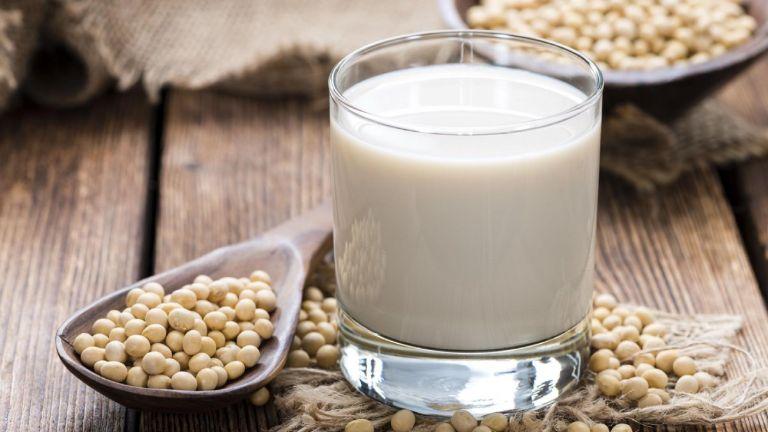 Buồng trứng đa nang có nên uống sữa đậu nành là thắc mắc của nhiều chị em