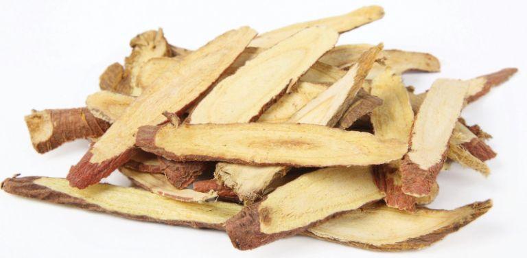 Cam thảo được dùng để trị bệnh đa nang ở nữ giới