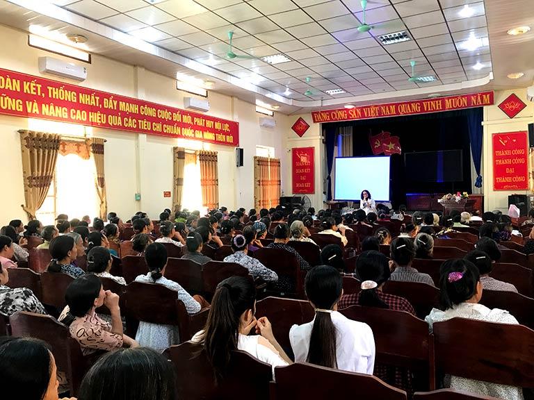 Không khí buổi Hội thảo tại nhà văn hóa xã Tây Sơn