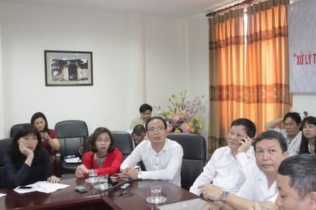 Vợ chồng anh chị Hoàng Thị Loan, Nguyễn Anh Châu tham gia họp báo
