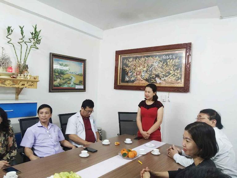 Bà Đinh Thị Kim Thoa chia sẻ trong buổi trò chuyện