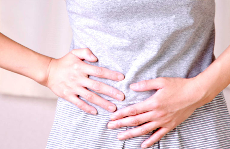 Rong kinh đau bụng dưới có sao không, có ảnh hưởng tới khả năng sinh con không?