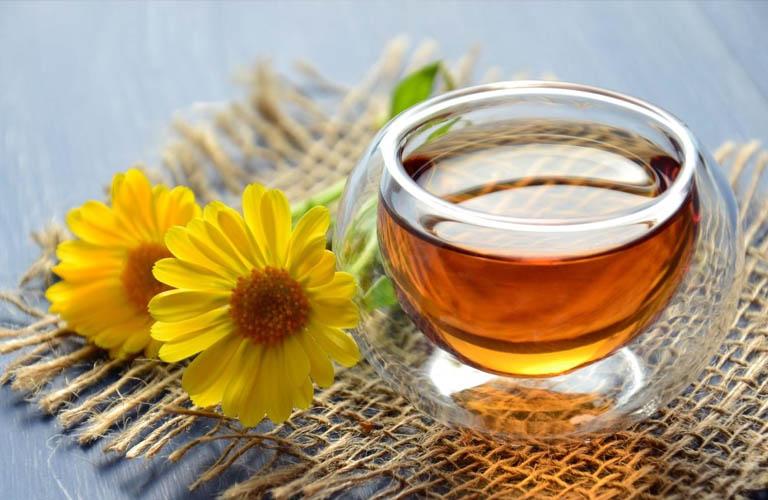 Dùng trà hoa cúc cho hiệu quả giảm các cục máu đông tốt.