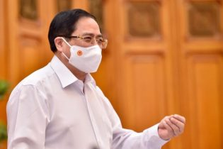 Thủ tướng Chính phủ Phạm Minh Chính chủ trì cuộc họp Thường trực Chính phủ về việc mua vaccine phòng COVID-19
