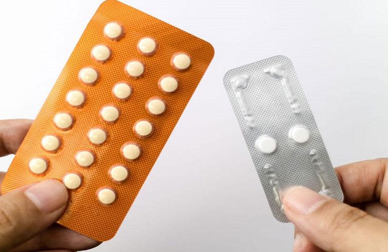 Thuốc tránh thai khẩn cấp hoặc hàng ngày có thể gây ra rong kinh ở nữ giới.