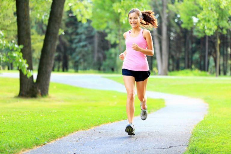 Luyện tập các bài thể thao nhẹ nhàng là phương pháp giảm cân hiệu quả cho người bị đa nang buồng trứng
