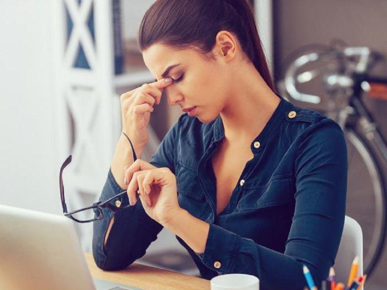 Tránh làm việc căng thẳng và chú ý cải thiện chất lượng giấc ngủ để đảm bảo sức khỏe