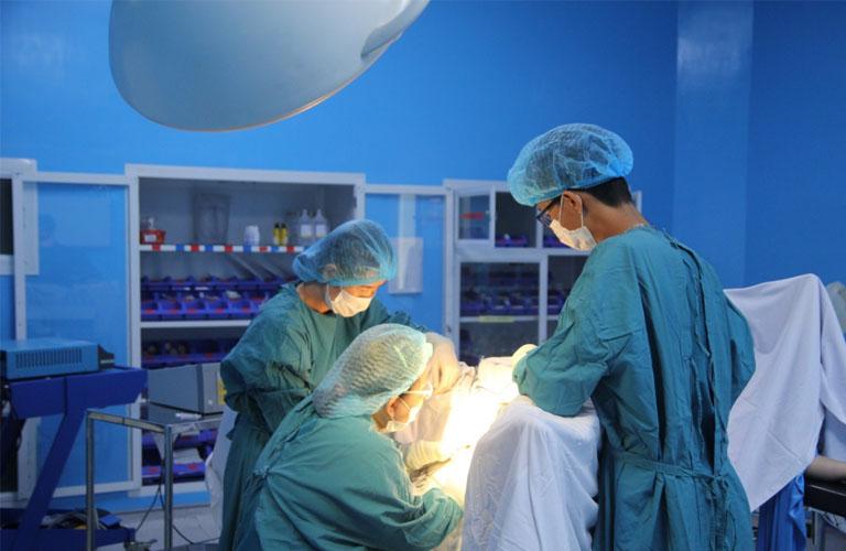 Khi bị lạc nội mạc tử cung có nên phẫu thuật không là thắc mắc của nhiều chị em