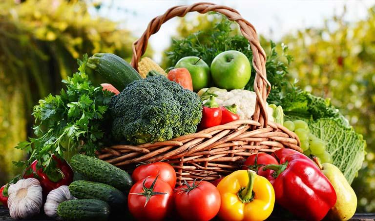 Chị em nên bổ sung nhiều rau củ quả để hỗ trợ trị bệnh