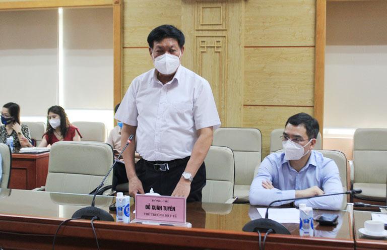 Thứ trưởng Bộ Y tế Đỗ Xuân Tuyên phát biểu tại Lễ tiếp nhận