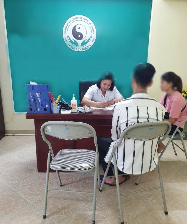 Lương y Thu Hằng hiện đang công tác tại phòng khám Đông y nổi tiếng