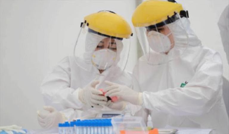 Trong thời gian qua, người có thẻ BHYT khi đến bệnh viện nhiều trường hợp bắt buộc phải xét nghiệm sàng lọc và chẩn đoán COVID-19 đều được Quỹ BHYT chi trả theo phạm vi quyền lợi cả test nhanh và PCR.