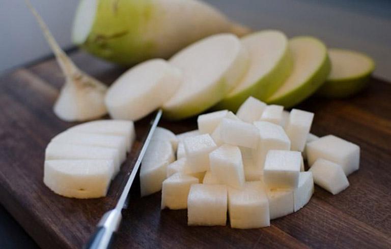 Theo bác sĩ Lê Phương, ăn củ cải trắng bị huyết trắng là thông tin không chính xác