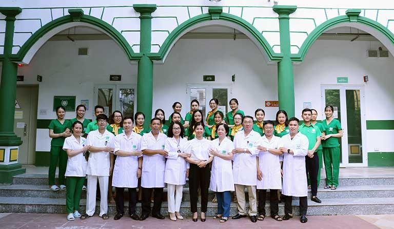 Đội ngũ y bác sĩ Quân Dân 102 giỏi chuyên môn luôn hỗ trợ người bệnh hết sức mình